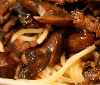 Блюдо из кислой капусты с мясом и рисом